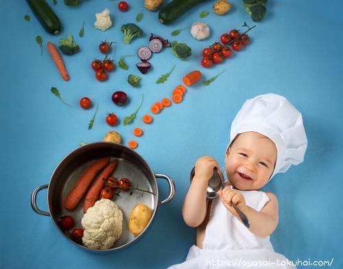 お鍋と野菜と小さな子ども