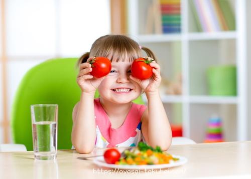 トマトが大好物な子ども