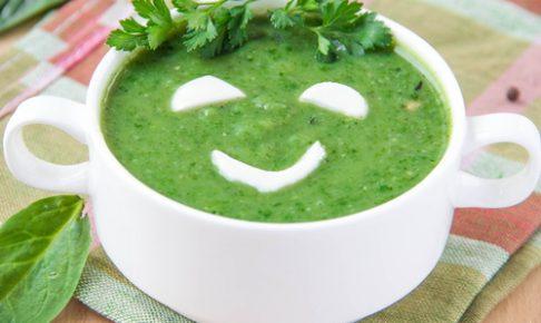 野菜で作ったグリーンスムージ
